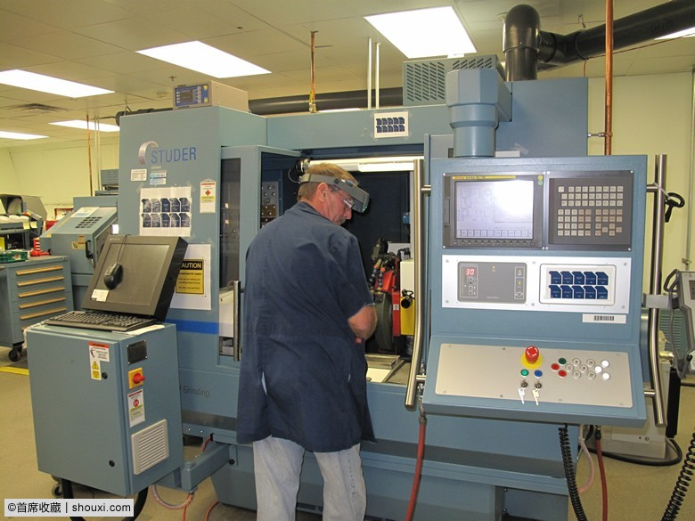 Earl-Sandt-Working-with-S-21-CNC-Machine-at-Philadelphia-Mint.jpg